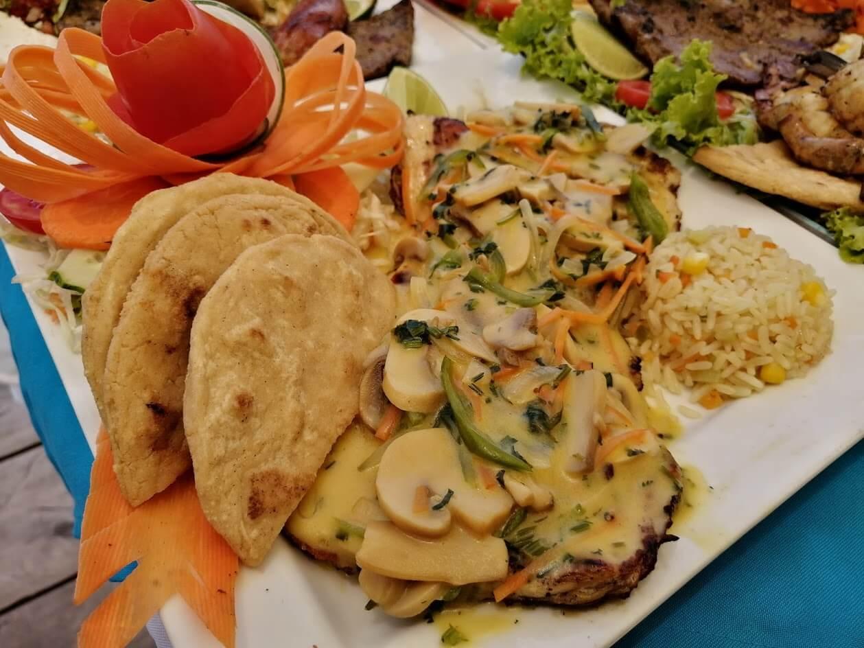 pechuga en salda de hongos (1)(1)